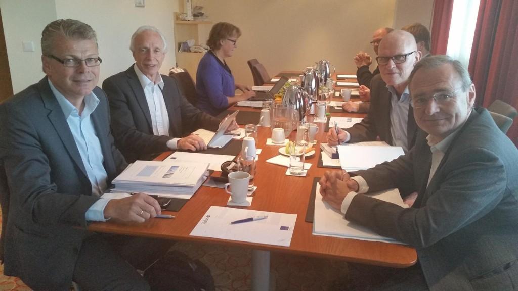 Illustrasjonsfoto: Møte i Beslutningsforum for nye metoder. Fra høyre leder og administrerende direktør i Helse Nord, Lars Vorland, som i tillegg til skyhøy lønn har en sluttpakke på hele tre millioner kroner.