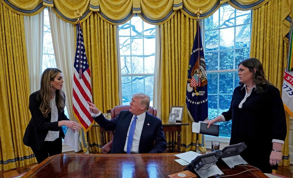 HOPE HICKS (til venstre) er en av mange som har sluttet eller fått sparken i Donald Trumps administrasjon i løpet av dets 14 måneder i Det hvite hus. Pressesekretær Sarah Sanders (til høyre) fikk sin jobb etter at Sean Spicer sluttet.