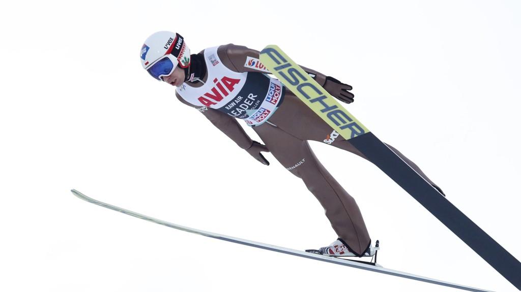 SUVEREN: Polske Kamil Stoch leverte en glimrende prestasjon i bakken tirsdag.