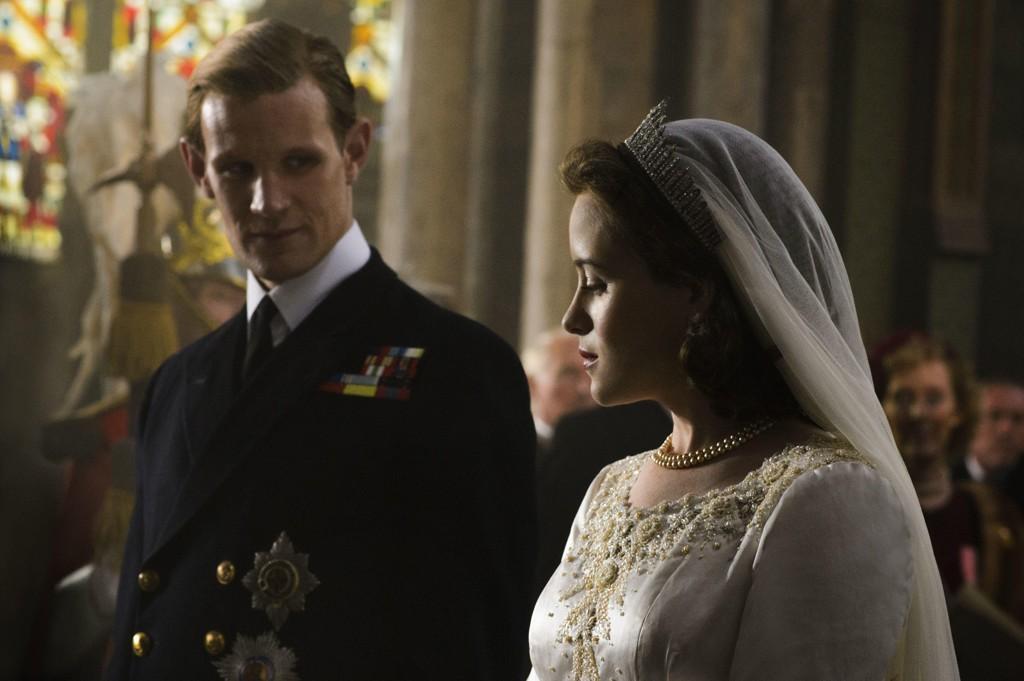 Claire Foy spillerElizabeth II av Storbritannia og Matt Smith spillerPhilip, hertug av Edinburgh, i serien The Crown.