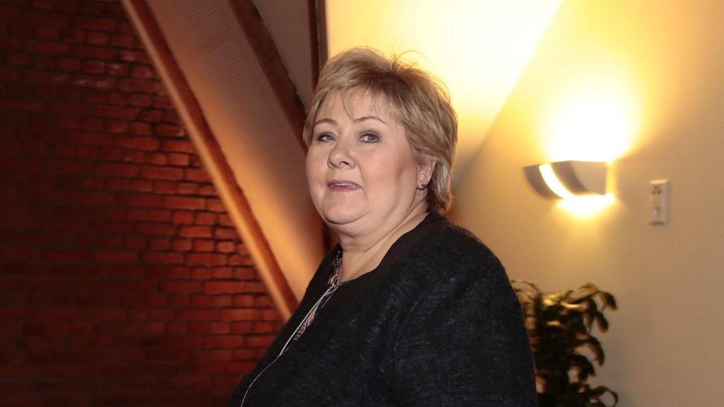 Statsminister Erna Solberg (H) sier at hun fortsatt har tillit til justisminister Sylvi Listhaug (Frp).