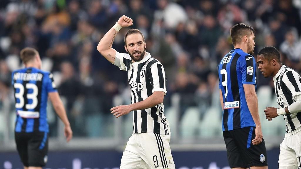 SCORET: Gonzalo Higuaín scoret én gang da Juventus slo Atalanta 2-0 i Serie A onsdag.