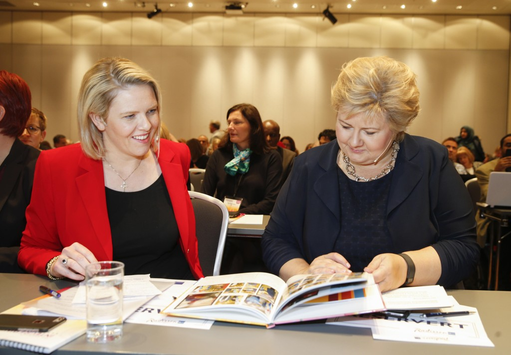 Statsminister Erna Solberg (H) har tillit til innvandrings- og integreringsminister Sylvi Listhaug (Frp).