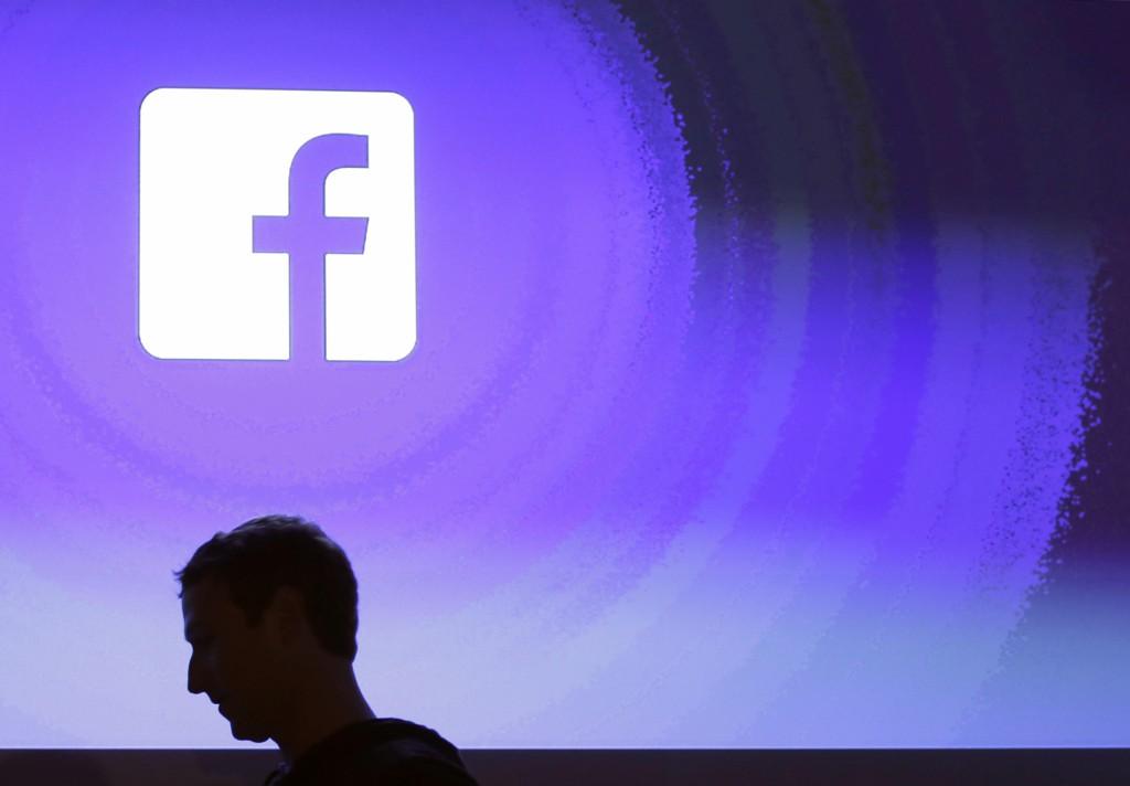 Nordea har satt ned foten for kjøp av aksjer i Facebook for sine bærekraftfond. Foto: AP Photo/Marcio Jose Sanchez, File