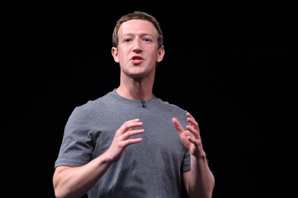 I HARDT VÆR: Mark Zuckerberg og Facebook.