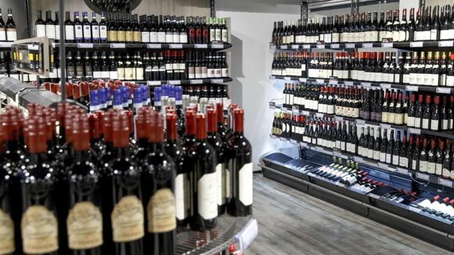 Alle butikkene til Vinmonopolet, unntatt Hammerfest, har åpent på påskeaften, lørdag 31. mars. Mange butikker har utvidet åpningstid 26. og 27. mars FOTO: Gorm KallestadNTB scanpix