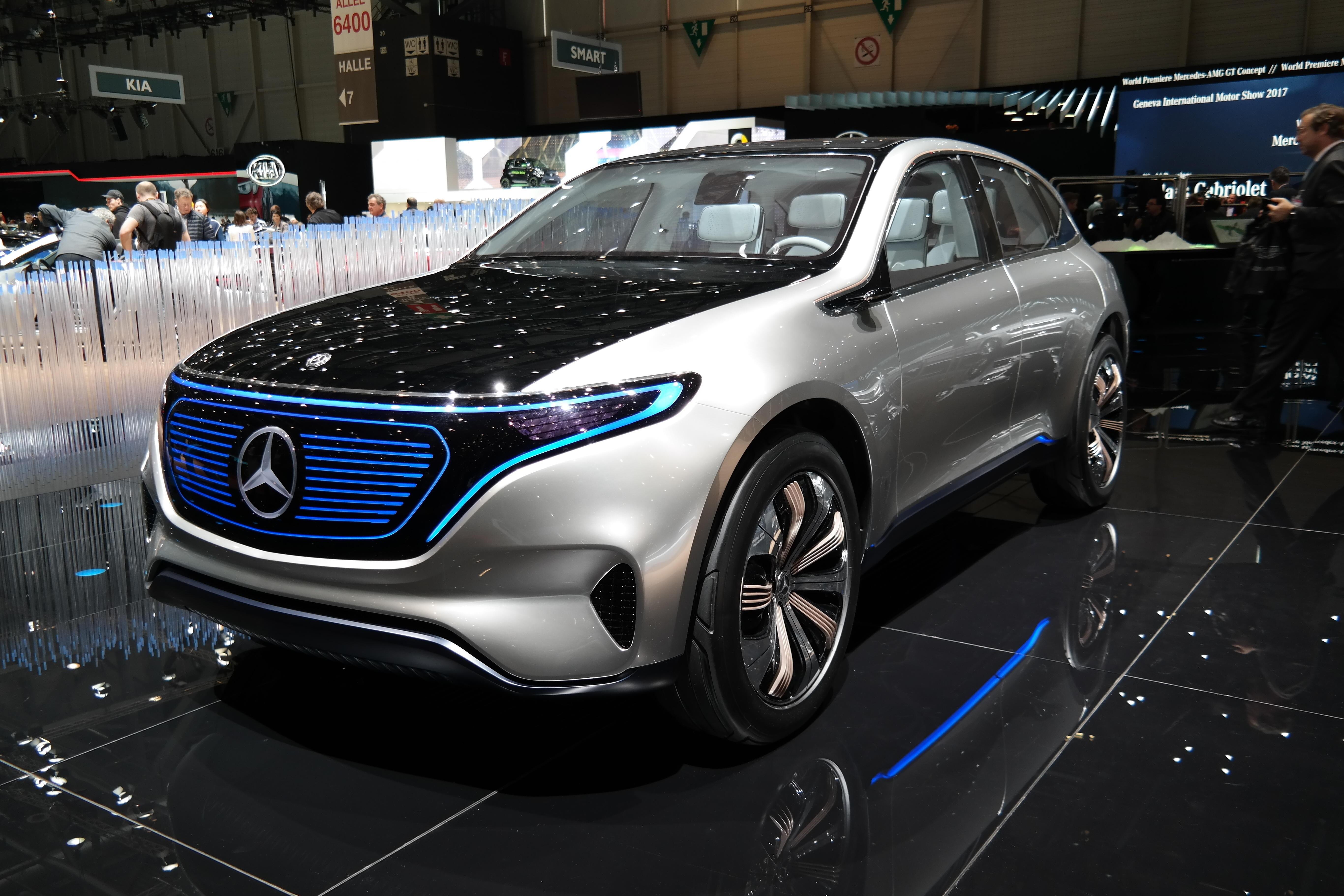 MERCEDES EQ: Mercedes' elbiler samles i merket EQ. Først ut er den elektriske SUV-en EQC, på størrelse med GLC. Her blir konseptmodellen vist fram på bilmessen i Geneve i 2017.