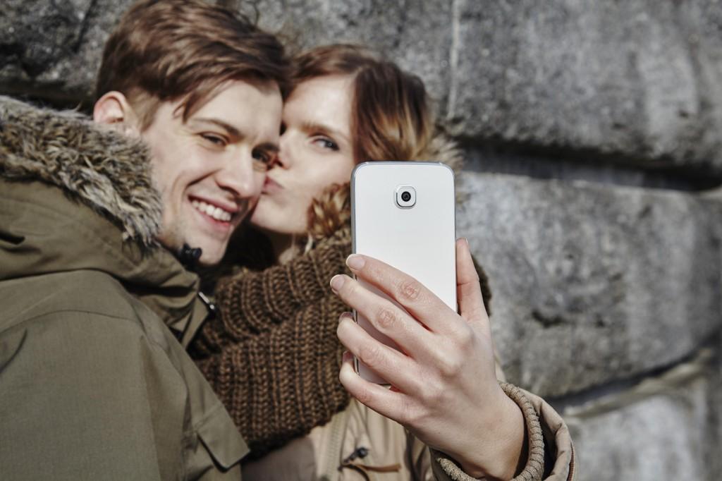 KAN AVSLØRE FORHOLDET: Hva du og kjæresten gjør i sosiale medier kan ha mer å si enn du kanskje trodde om forholdet deres