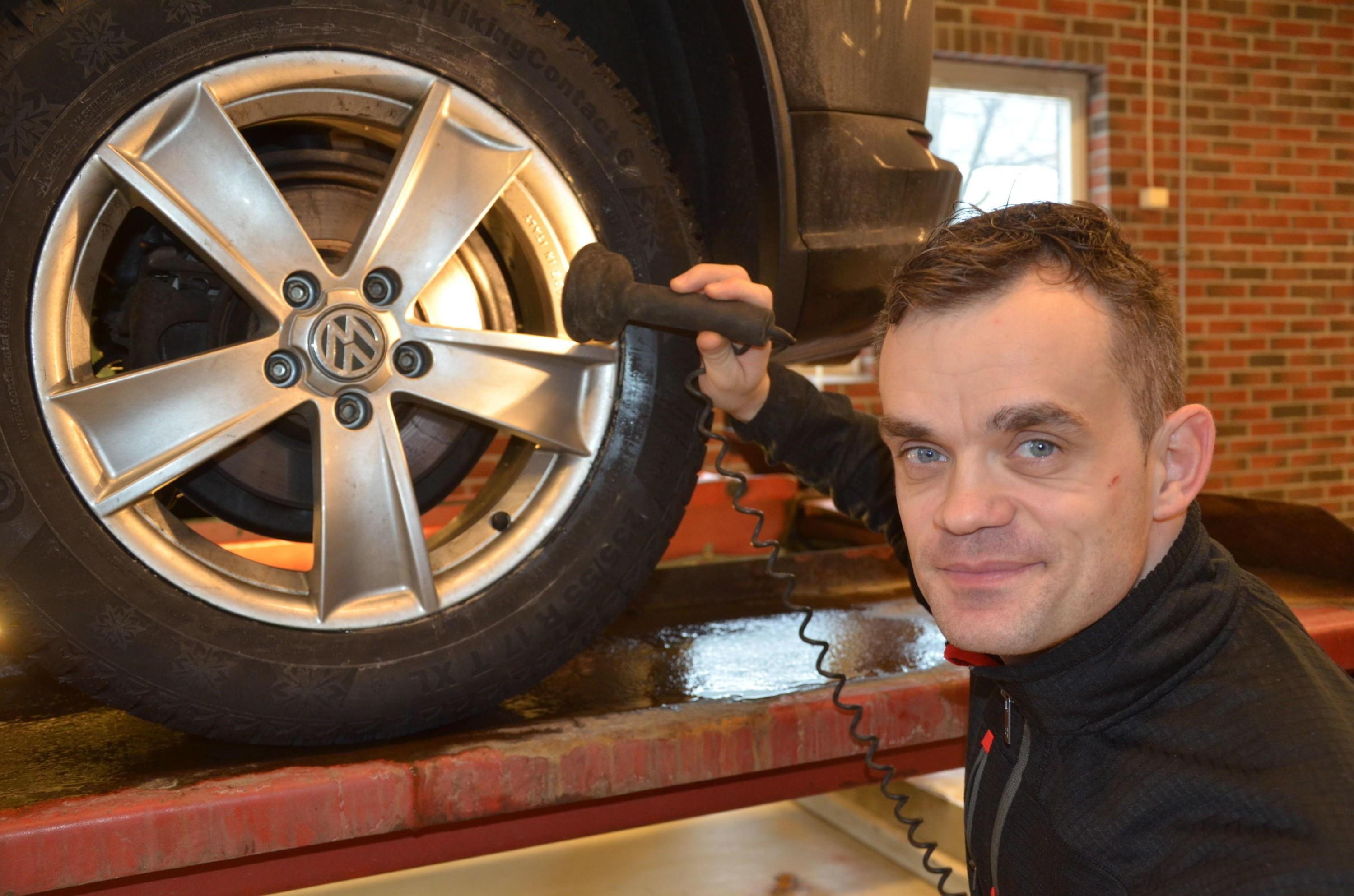 RUST: - Rust på bremseskivene bak er et stadig mer vanlig problem, sier Alem Dulic ved NAF Senter Drammen. På denne bilen så det bra ut.