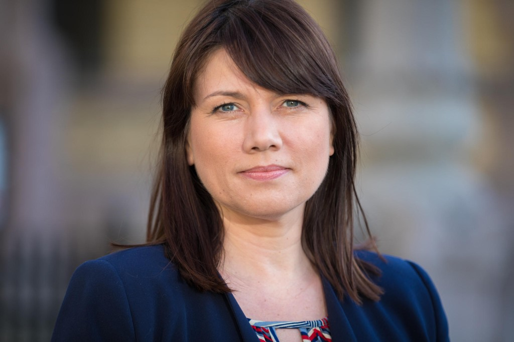 Høyres Heidi Nordby Lunde går i bresjen for å kutte i trygderettigheter for flyktninger. Hun får pepper fra både Arbeiderpartiet og Sosialistisk Venstreparti. Bildet er fra en tidligere anledning.