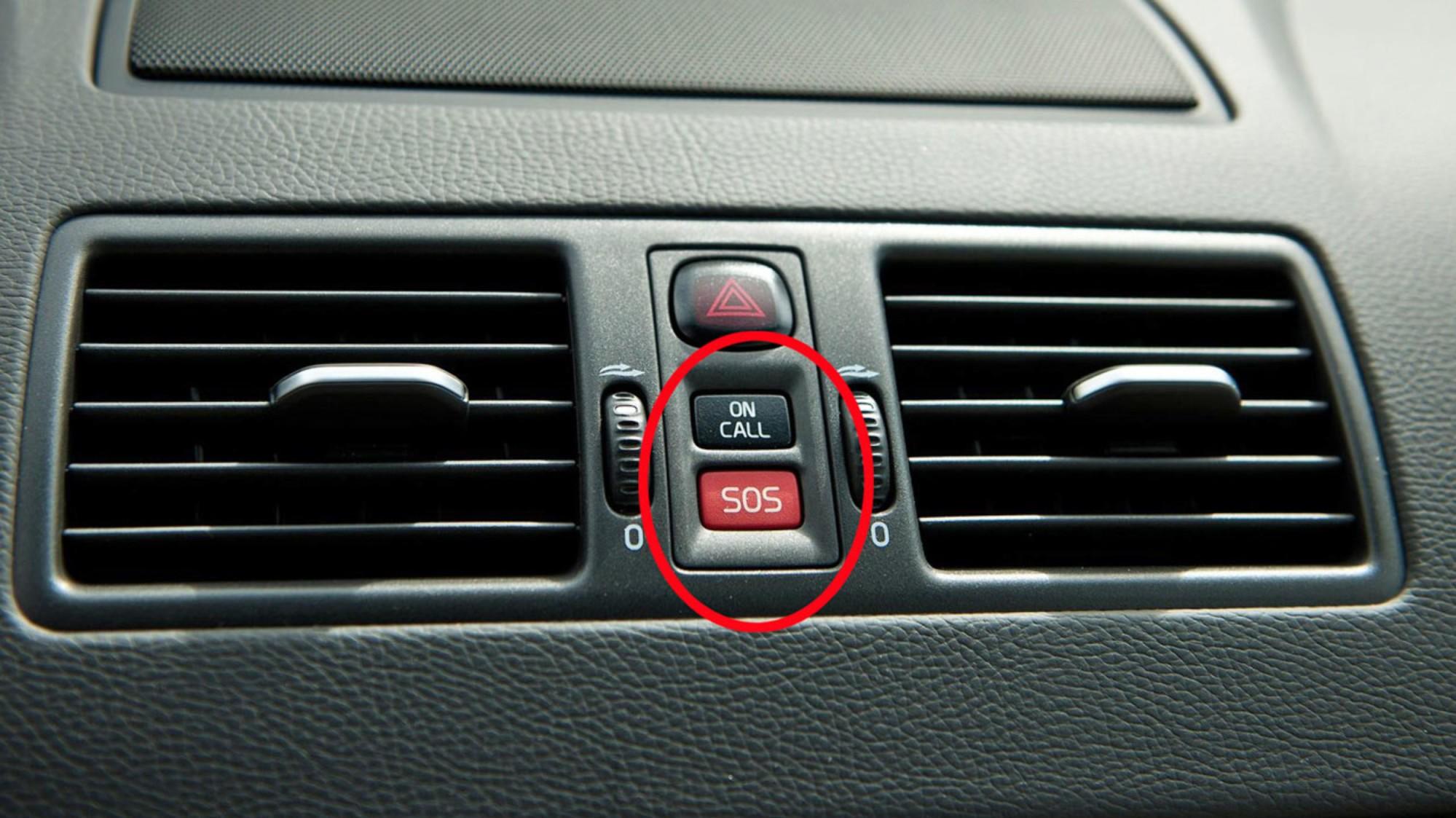VARSLER SELV VED ULYKKE: eCall betyr at bilen selv kan varsle når ulykken har vært ute. Volvo er blant de som er langt framme på teknologien allerede, dette er to velkjente knapper for mange Volvo-eiere.