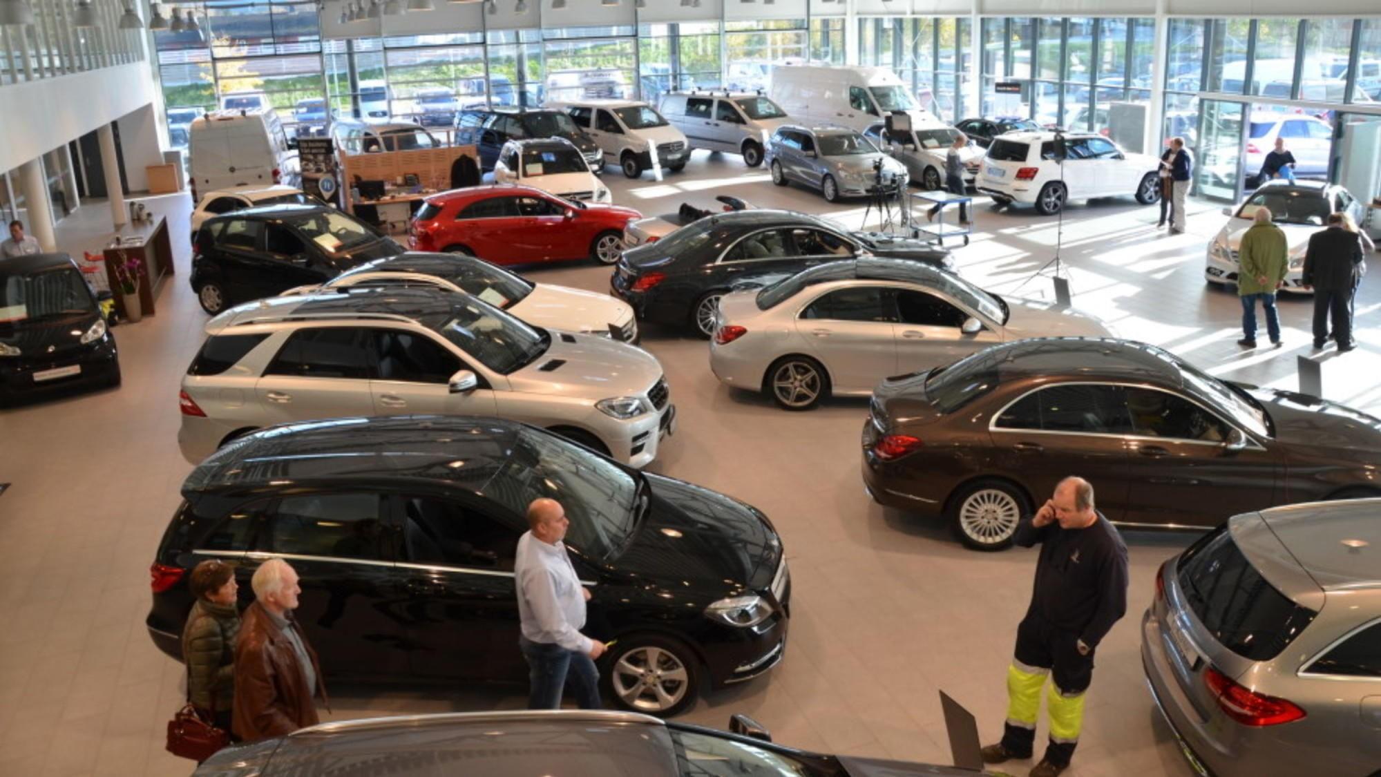 FORDELER: Bilmarkedet er i endring og preges av usikkerhet. Det kan gi deg som forbruker noen fordeler. Illustrasjonsbilde.