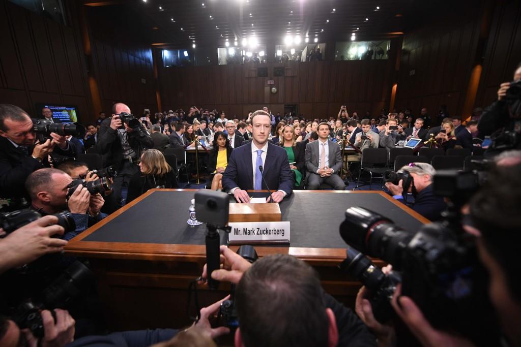 Når norske aviser kritiserer Facebook ogMark Zuckerbergfor å gjøre nøyaktig det samme som dem selv, så er det derfor skivebom.