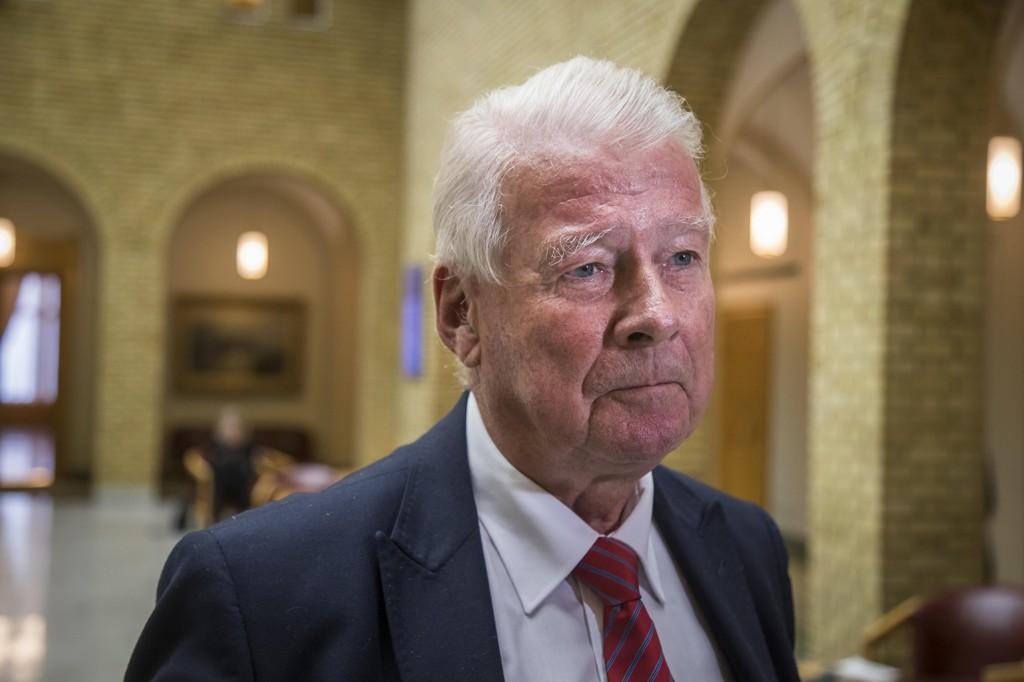 KRITISK: Frp-topp Carl I. Hagen har ingen tro på at byrådet vil nå målet om at 25 prosent av reisene i Oslo vil foregå med sykkel i 2025. - Det er meningsløst å bruke så mye penger på sykkelveier, sier han.