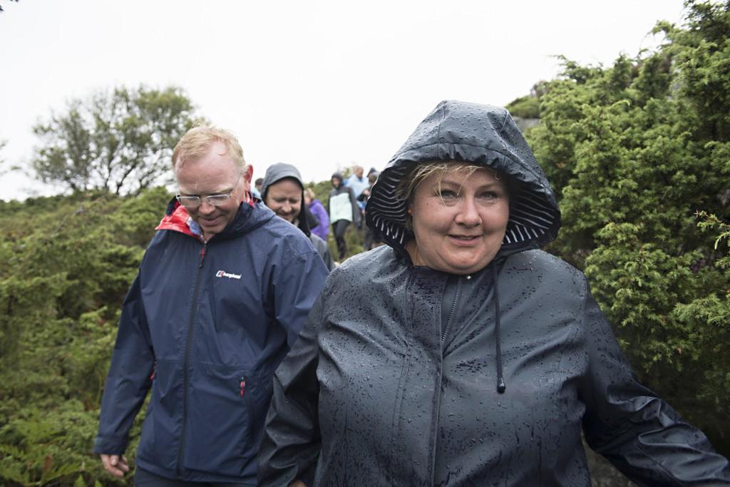 Statsminister Erna Solberg (H) og ektemannen Sindre Finnes på valgkamptur på Vestlandet i fjor.