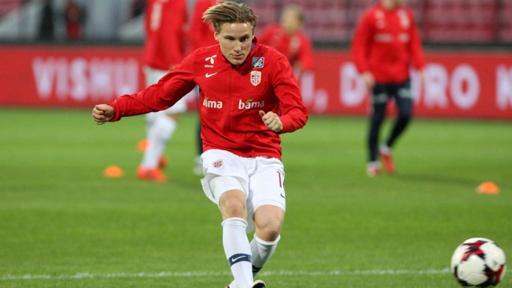 SUKSESS: Jonas Svensson hylles for prestasjonene i Nederland. Her fra forrige landslagssamling.