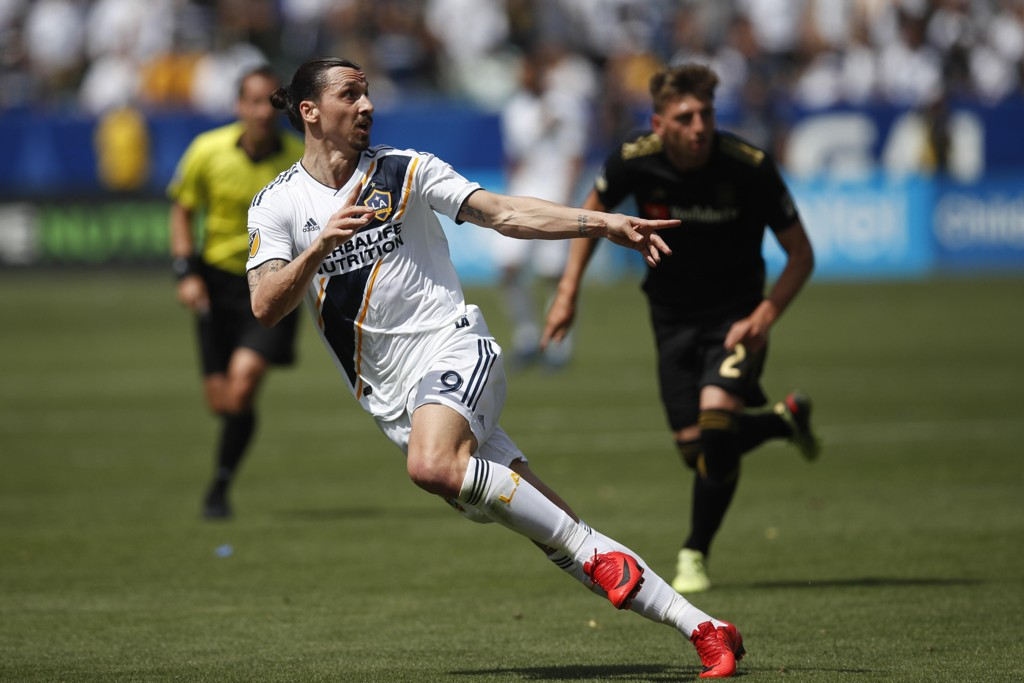 Zlatan Ibrahimovic scoret kampens eneste mål borte mot Chicago Fire og ble lørdagens matchvinner. Arkivfoto: Jae C. Hong / AP