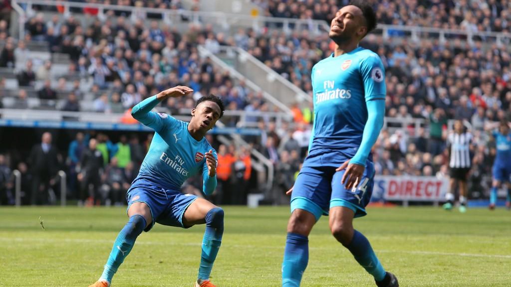 FORTVILER: Arsenals Joe Willock og Pierre-Emerick Aubameyang tapte på bortebane nok en gang.