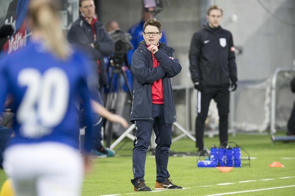 Monica Knudsen har ikke fått den starten hun ønsket seg som Vålerenga-trener. Foto: Terje Pedersen / NTB scanpix