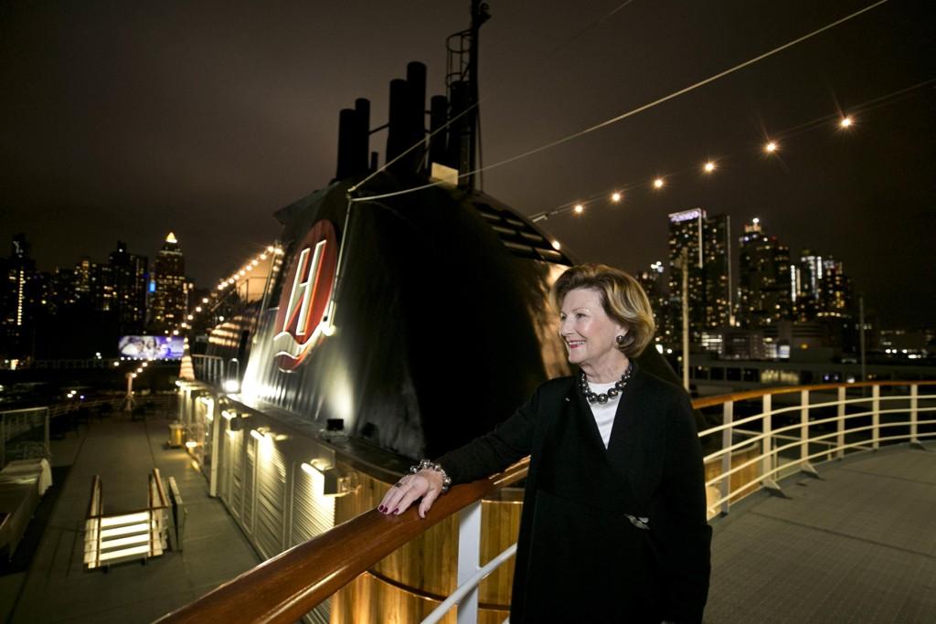Når verdens første hybriddrevne ekspedisjonsskip, Hurtigrutens MS Roald Amundsen, legger ut på jomfruturen i 2019, vil all kunst om bord være håndplukket av HM Dronning Sonja og hennes kunststiftelse Queen Sonja Print Award (QSPA). Foto: Pontus Höök / Hurtigruten / NTB scanpix