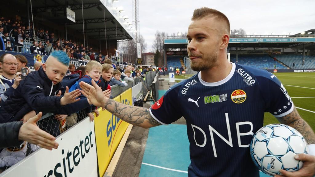 TOPPSCORERKANDIDAT: Marcus Pedersen scoret tre mål og ble den store helten søndag.