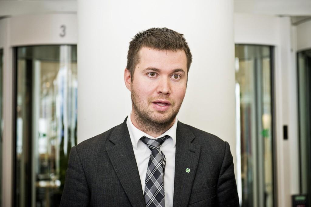 IKKE IMPONERT: Sp-politiker Geir Pollestad er ikke imponert over DnB-utspillet om nødnummer for dyr.
