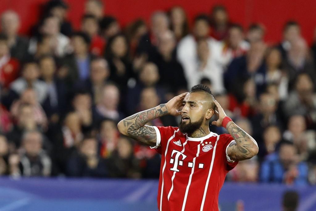 Bayern Münchens Arturo Vidal står i fare for å miste mesterligakampene mot Real Madrid Foto: AP Photo/Miguel Morenatti/NTB scanpix.