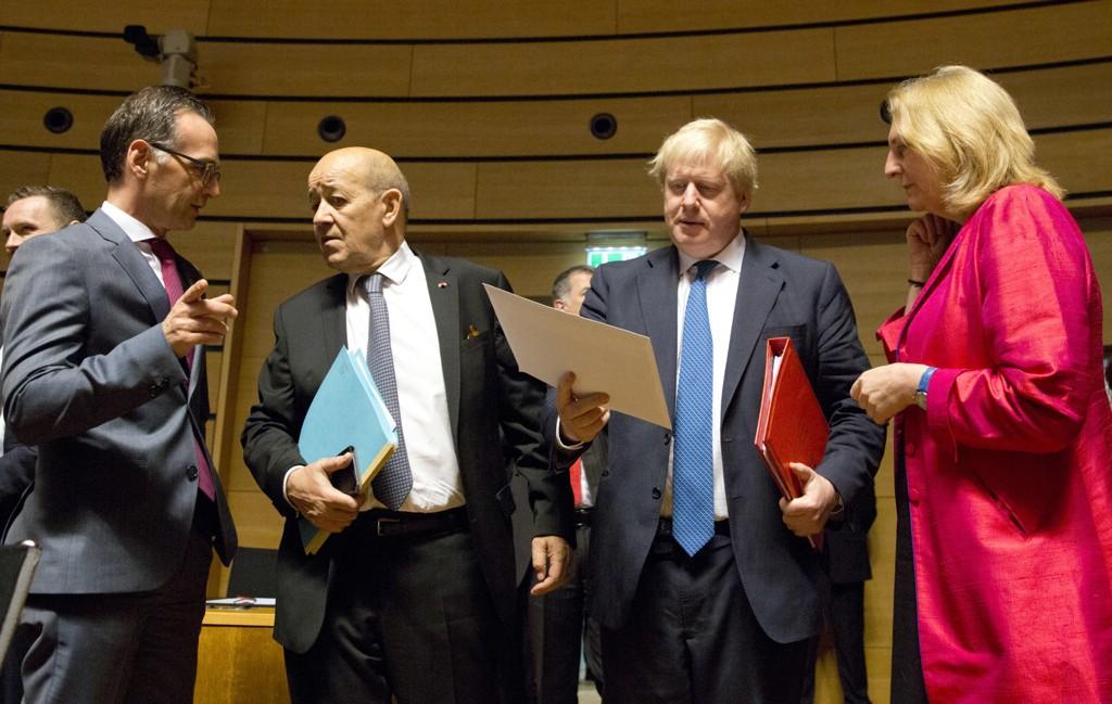 EUs utenriksministre var mandag samlet i Luxembourg. Bildet viser Heiko Maas fra Tyskland, Jean-Yves Le Drian fra Frankrike, Boris Johnson fra Storbritannia og Karin Kneissl fra Østerrike. Foto: Virginia Mayo / AP / NTB scanpix