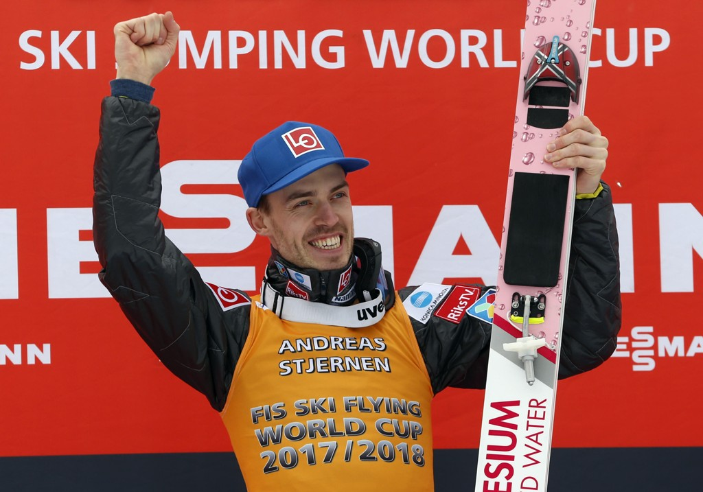 Andreas Stjernen kunne juble over seier i skiflygingscupen i vinter. Foto: Darko Bandic / AP / NTB scanpix