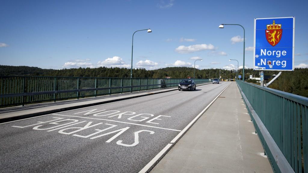 GRENSEN: Den gamle broen over Svinesund, som markerer grensen mellom Norge og Sverige.
