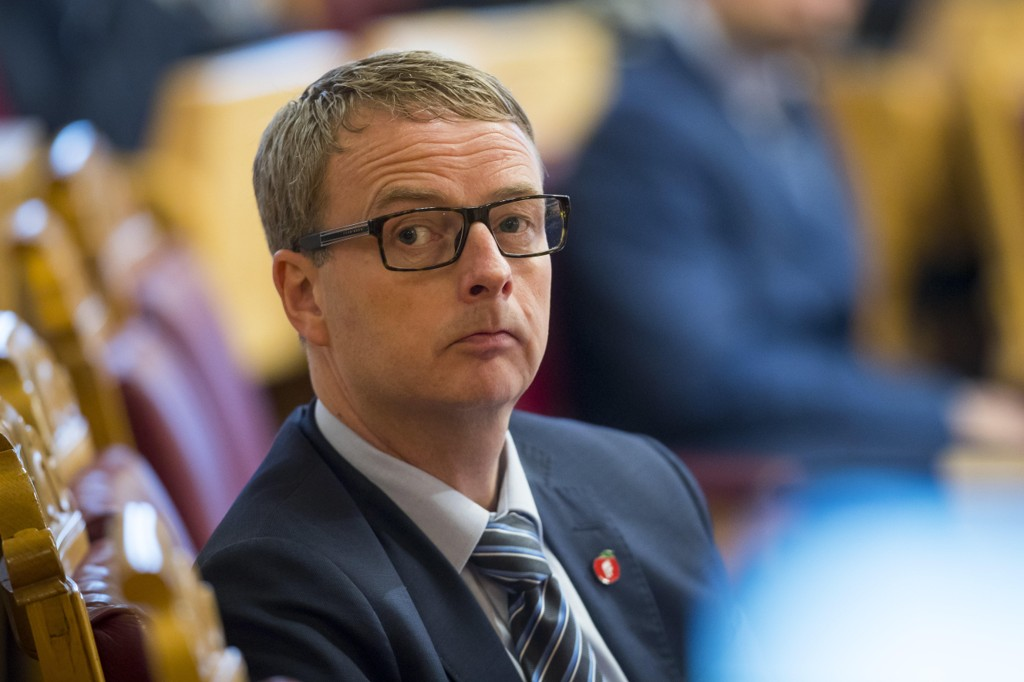 Olje- og energiminister Terje Søviknes håper på penger fra EU til fangst og lagring av CO2.  Foto: Heiko Junge / NTB scanpix