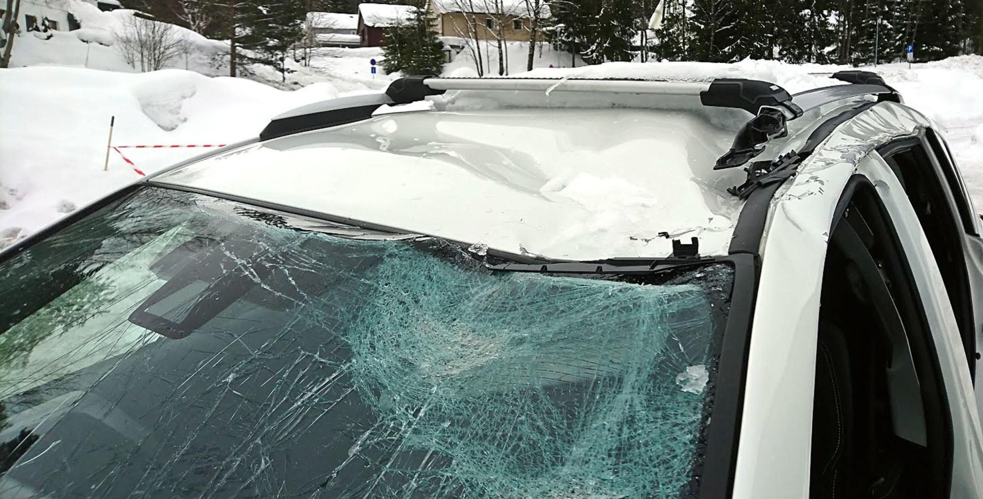 TAKRAS: Takras kan forårsake store skader på biler som blir truffet. I noen tilfeller er skadene så store at det ikke lønner seg å reparere.