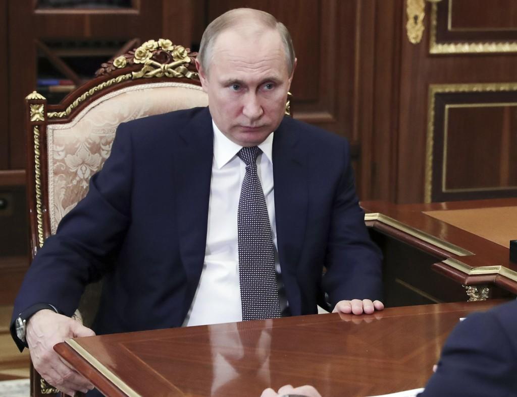 Dmitrij Peskov, en talsperson for Vladimir Putin (bildet), avfeier anklager om et russiskstøttet hackerangrep. Foto: Mikhail Klimentyev, Sputnik, Kreml Pool Photo via AP / NTB scanpix