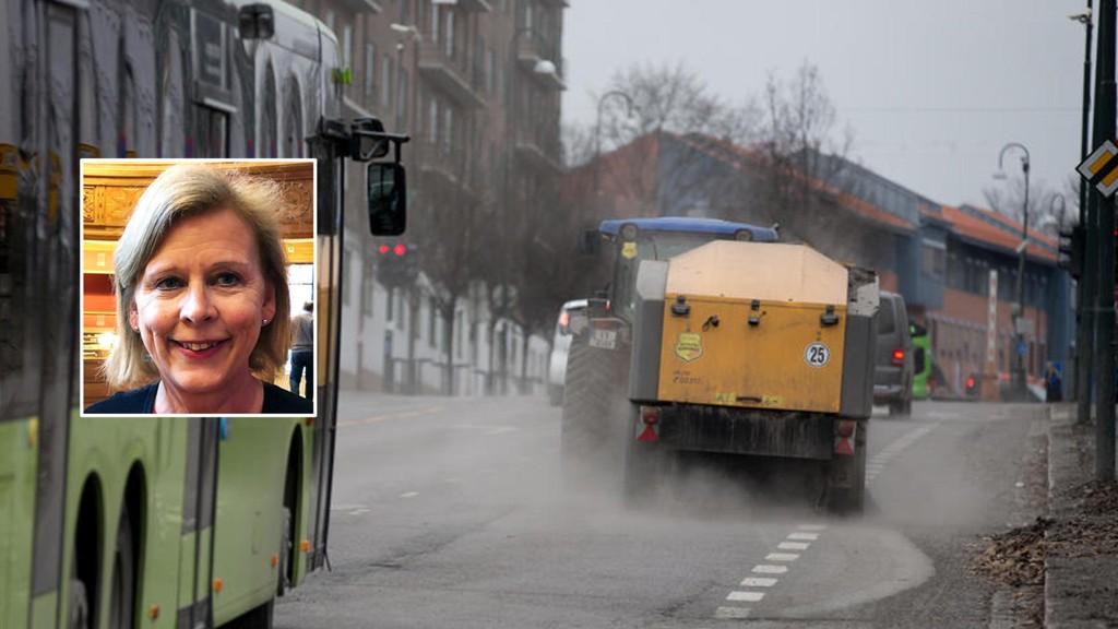 GATEVASK: Bystyrepolitiker Camilla Wilhelnmsen (Frp) i Oslo mener gatene bør feies også på 1. mai, slik at det blir rent og pent til 17. mai.