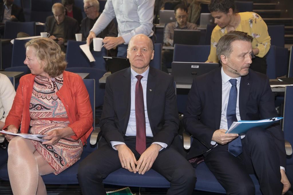 KUNDEFLUKT: Stadig færre norske kunder velger Telenor. Fra venstre: konserndirektør ogadministrerende direktør for Telenor i Norden, Berit Svendsen; konsernsjef Sigve Brekke; finansdirektør Jørgen Arentz Rostrup.