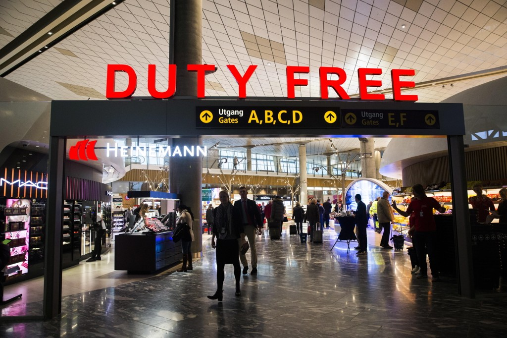 GODE INNTEKTER: Taxfree-salget på norske flyplasser er i spill. I dag er det Avinor som får inntektene fra salget som driftes av Travel Retail Norway (TRN), et norsk selskap, med norske og tyske eiere.