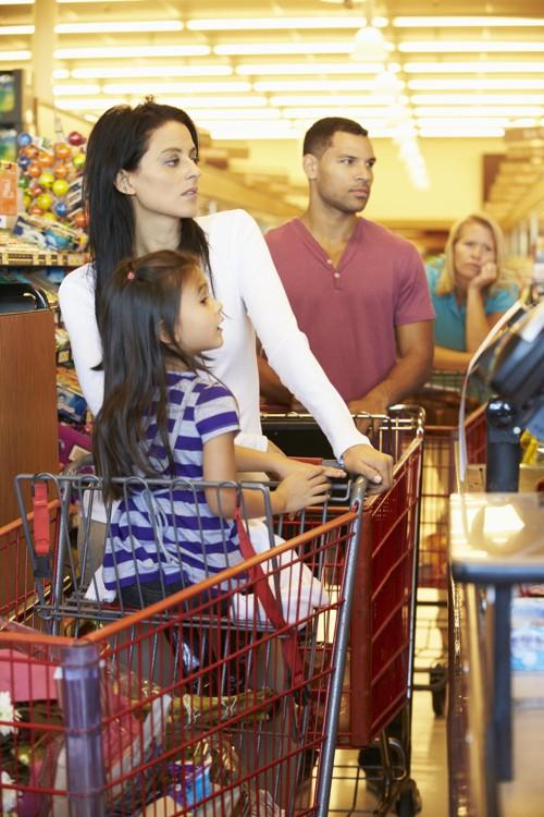 Bruk ventetiden i butikken til å se deg rundt, ikke bli irritert.