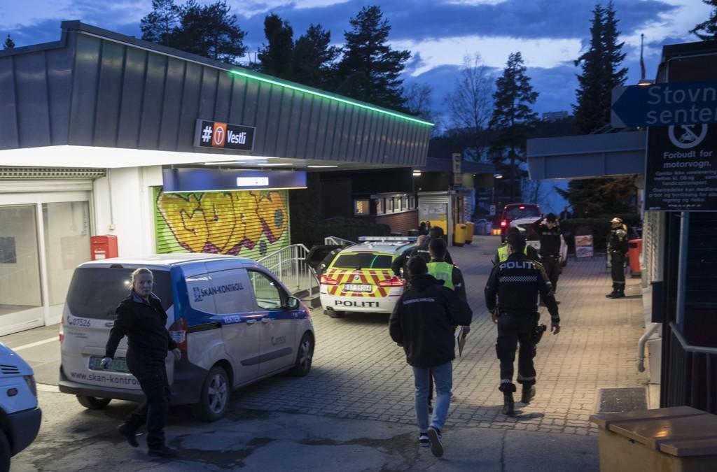Lørdag rykket politiet ut til Vestli øst i Oslo etter meldinger om skyting og bråk mellom ungdommer. Uken før ble en patrulje fra Natteravnene angrepet.