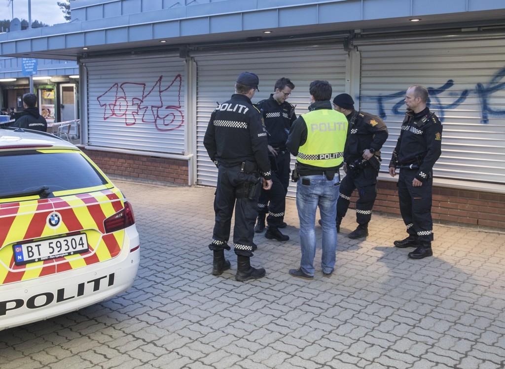 Politiet rykket ut til Vestli etter meldinger om skyting og bråk mellom ungdommer lørdag. Tirsdag kveld var det mer uro i det samme området, men ingen kom til skade. Foto: Vidar Ruud / NTB scanpix
