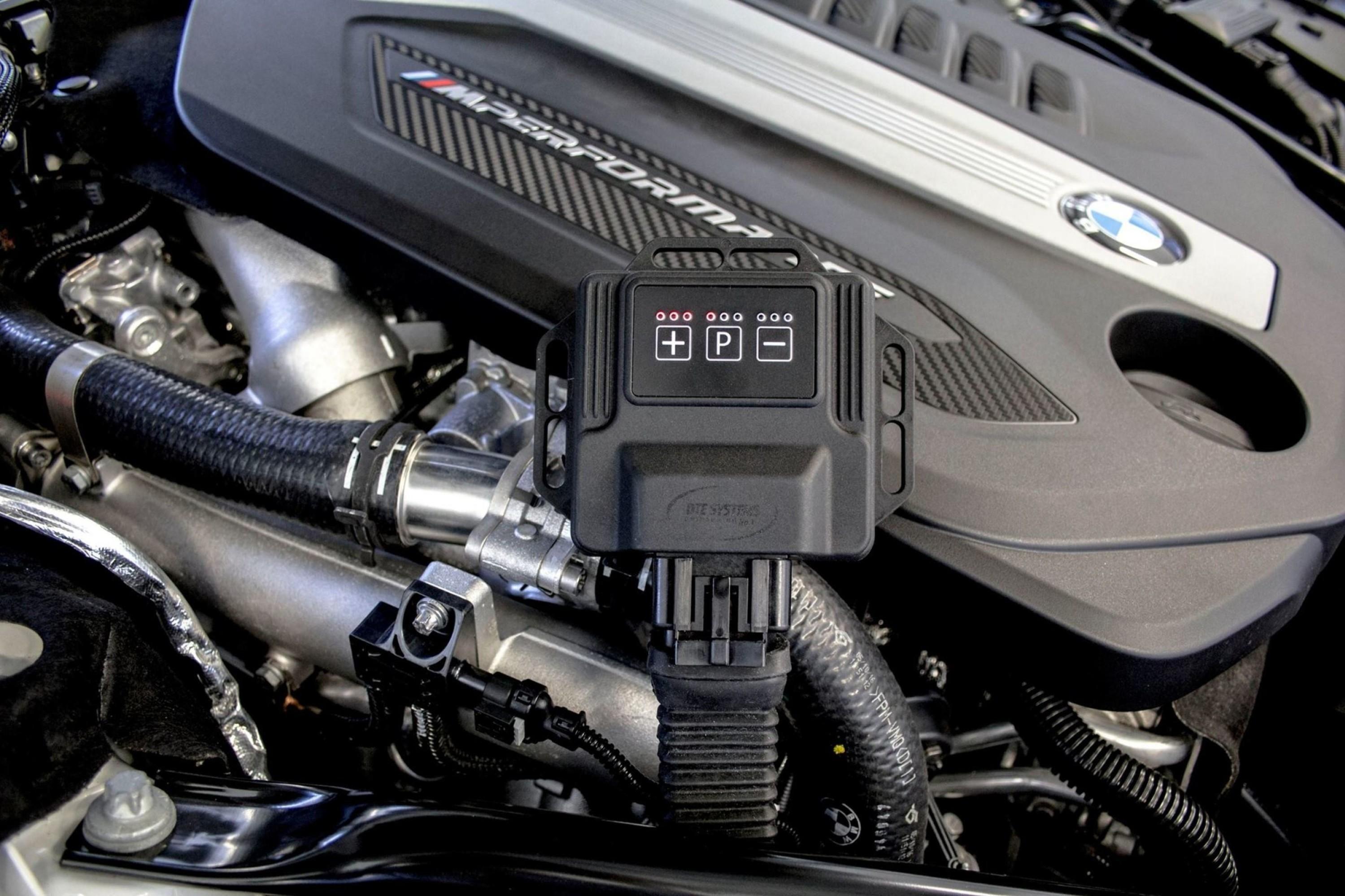 ØK EFFEKTEN MED 25 PROSENT: En liten boks er alt som skal til, for at du optimaliserer motoren på bilen din. Effekten kan øke med rundt 25 prosent på en turbomotor. Nå som effektavgiften er tatt bort fra det norske avgiftssystemet, slipper du dessuten å betale noe ekstra for å få løsningen godkjent i vognkortet. Illustrasjonfoto.
