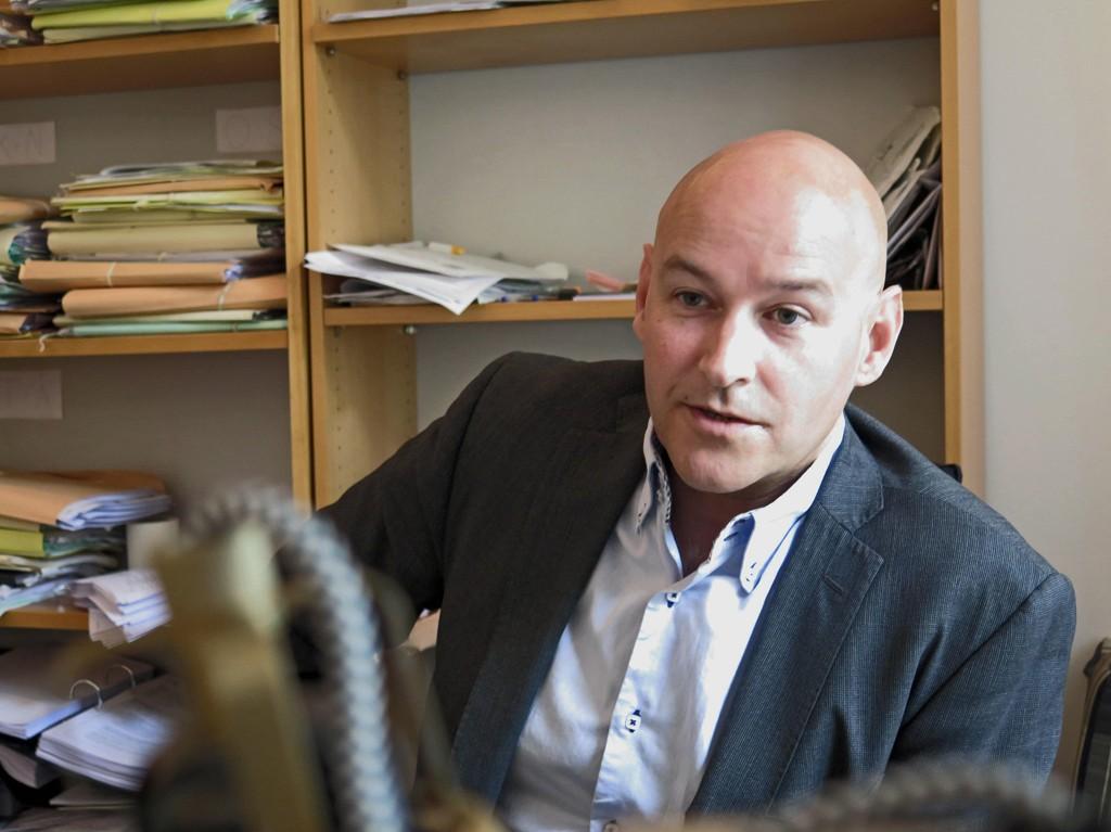 Advokat Vidar Lind Iversen deltok selv i slåsskamper i sin oppvekst. Gjennom en årrekke har han vært forsvarsadvokat for mange av ungdommene fra miljøet i Oslo øst som har blitt pågrepet av politiet.