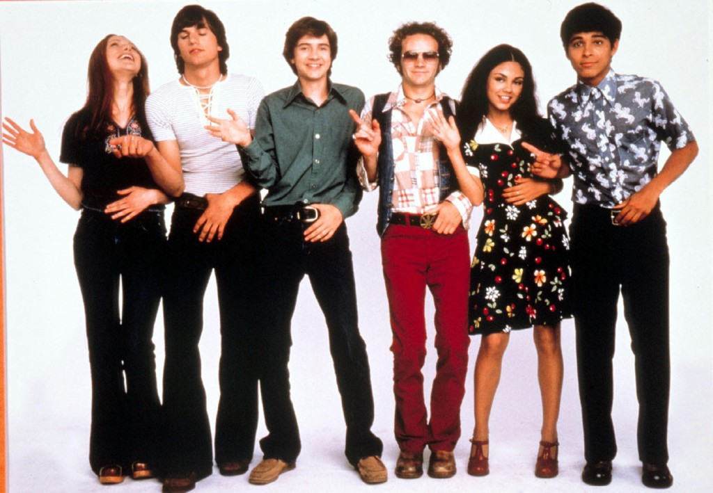 Laura Prepon, Ashton Kutcher, Topher Grace, Danny Masterson, Mila Kunis og Wilmer Valderrama i That '70s Show.