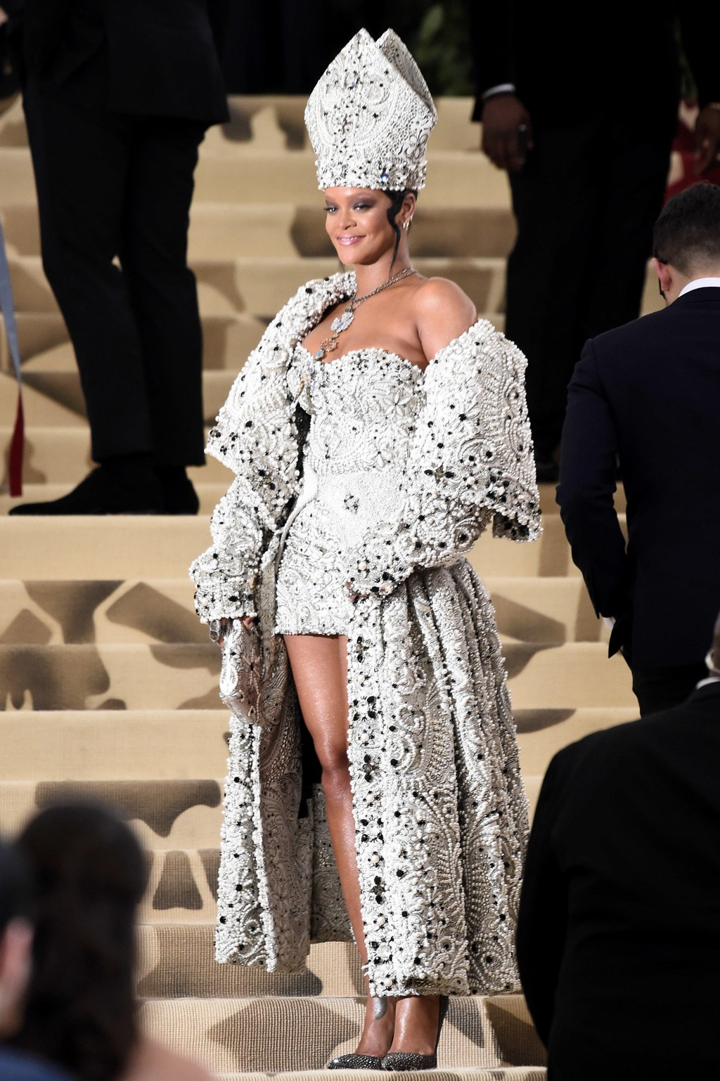 Rihanna under Met-gallaen 2018. Temaet for årets galla er «Heavenly Bodies: Fashion & the Catholic Imagination».