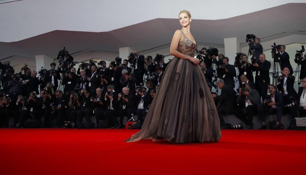 Jennifer Lawrence på rød løper under filmfestivalen i Venezia tidligere i år.