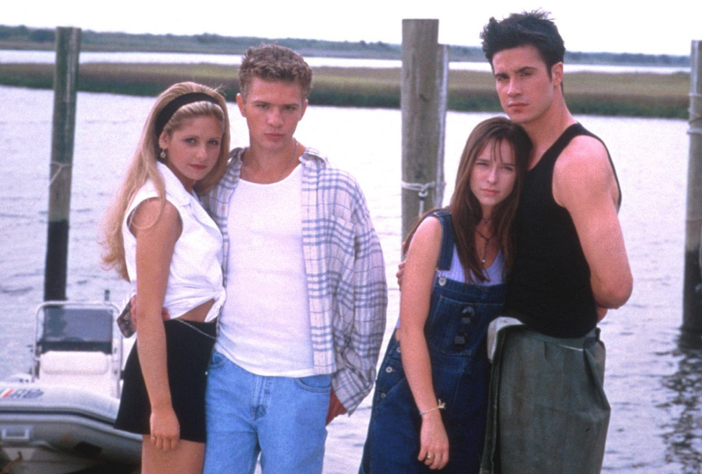 Sarah Michelle Gellar, Ryan Phillipe, Jennifer Love Hewitt og Freddie Prinze Jr. i I Know What You Did Last Summer. Gutta i filmen var blant jentenes favoritetr på 1990-tallet.