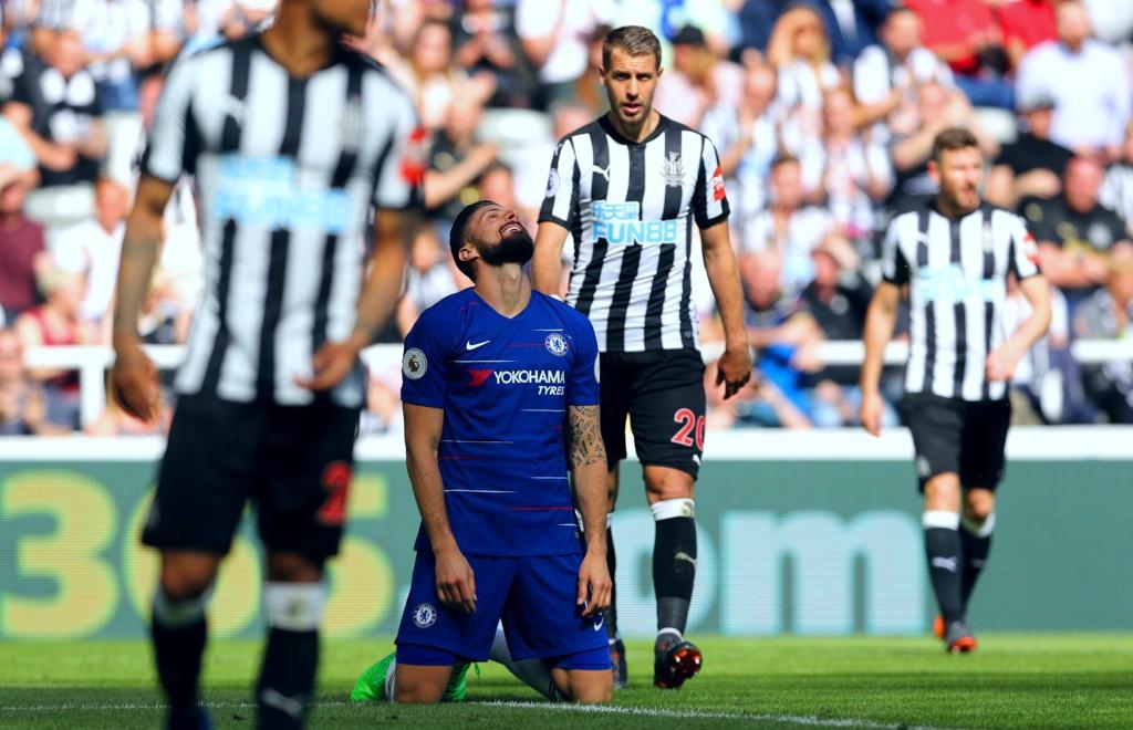 I KNESTÅENDE: Chelsea og Olivier Giroud fikk ingen hjelp fra verken høyere makter eller Brighton på Anfield. Den tannløse prestasjonen i Newcastle sementerte uansett klubbens plassering utenfor topp fire ved sesongslutt.