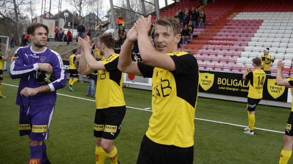 PÅ SIN GAMLE ARBEIDSPLASS: Målscorer Thomas Lehne Olsen jubler etter seieren mot Tromsø på Alfheim.