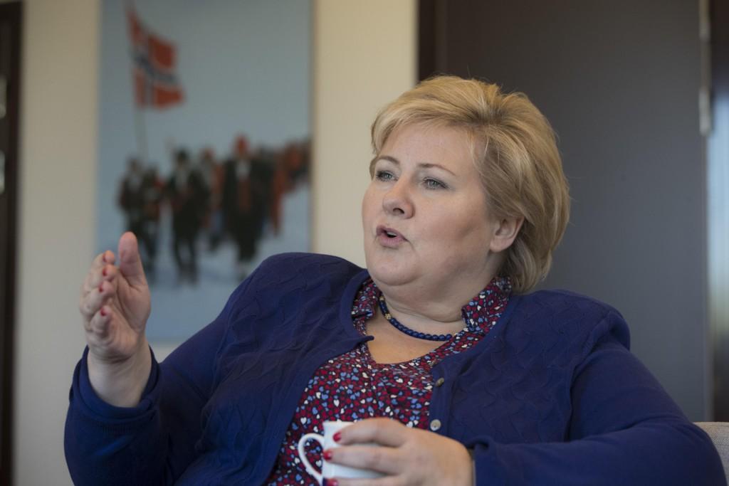Statsminister Erna Solberg (H) mener Norge bør åpne for å la Storbritannia bli med i EØS-avtalen etter skilsmissen fra EU. Foto: Berit Roald / NTB scanpix