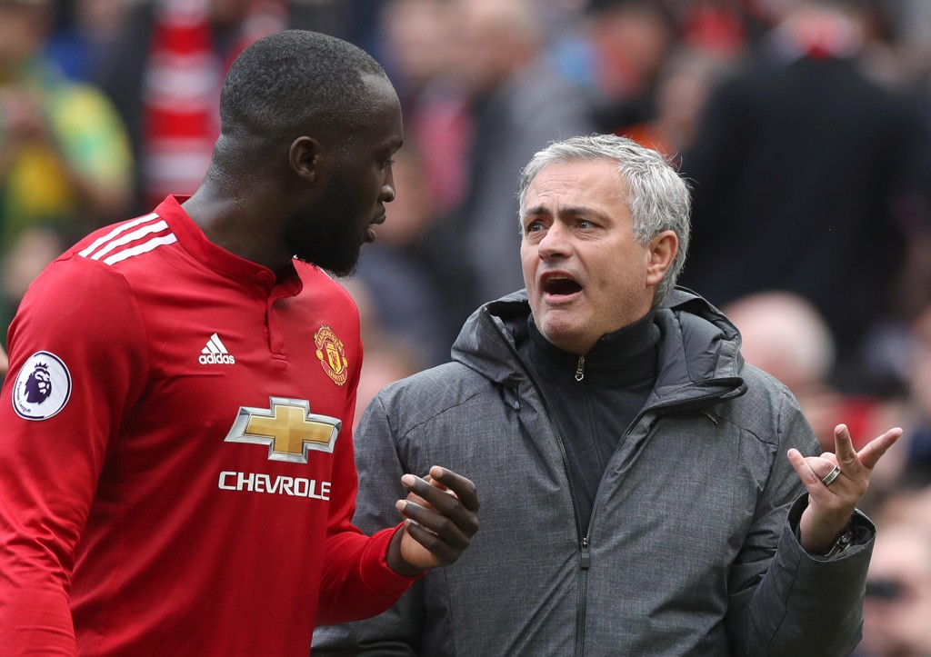 NYE BACKER? José Mourinho og Manchester United har blitt koblet med både en venstreback og en høyreback de siste dagene.
