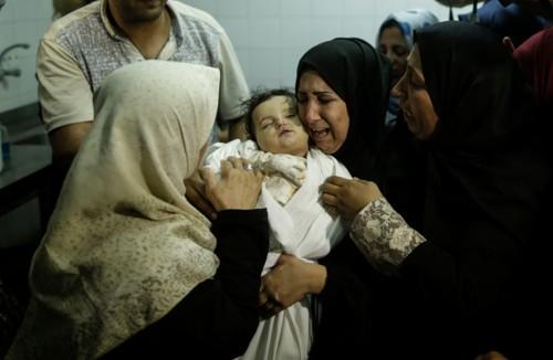 Åtte måneder gamle Leila al-Ghandour skal angivelig ha blitt drept som følge av tåregassangrep på Gazastripen mandag. Det blir imidlertid sådd tvil om historien er sann fra flere hold.